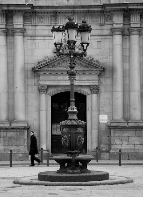 passing-church-barceloneta-small.jpg