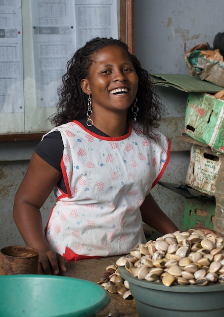 market-woman-with-clams.jpg